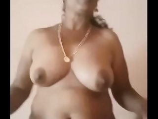Trichy hot aunty showing her..