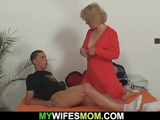 Old mommy riding cock