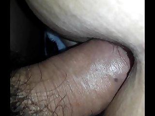 Le lleno el culo de leche..