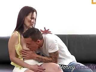 Mature milf sucking and riding