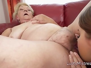 Teen lesbian eating old pussy